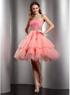 A-Line/Princess Sweetheart Knee-Length Tulle Homecoming Dress With Ruffle Beading Sequins