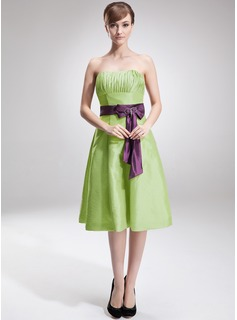 A-Line/Princess Strapless Knee-Length Taffeta Bridesmaid Dress With Ruffle Sash Bow(s)