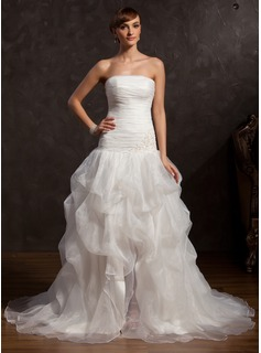 A-Line/Princess Strapless Chapel Train Organza Prom Dress With Ruffle Lace Beading (018015057)