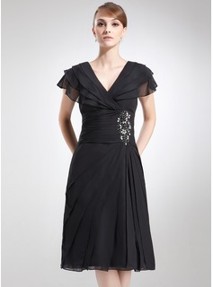A-Line/Princess V-neck Knee-Length Chiffon Mother of the Bride Dress With Ruffle Beading (008006041)