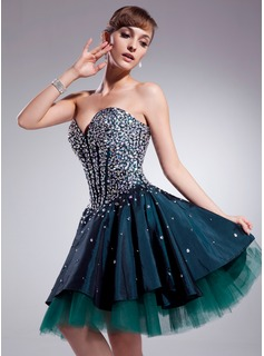 A-Line/Princess Sweetheart Knee-Length Taffeta Tulle Homecoming Dress With Beading