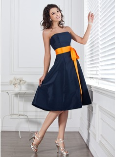 A-Line/Princess Strapless Knee-Length Taffeta Bridesmaid Dress With Sash Bow