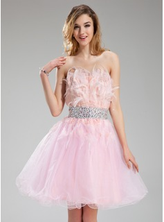 A-Line/Princess Strapless Knee-Length Tulle Homecoming Dress With Beading Feather (022018847)