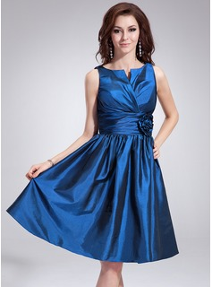 A-Line/Princess V-neck Knee-Length Taffeta Bridesmaid Dress With Ruffle Flower(s)