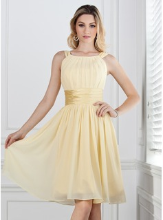 A-Line/Princess Scoop Neck Knee-Length Chiffon Charmeuse Bridesmaid Dress With Ruffle