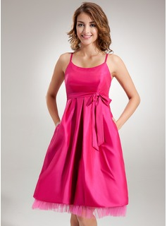 Empire Scoop Neck Knee-Length Taffeta Taffeta Maternity Bridesmaid Dress With Ruffle Bow(s)