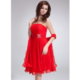 A-Line/Princess Strapless Knee-Length Chiffon Homecoming Dress With Ruffle