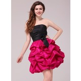 A-Line/Princess Strapless Short/Mini Taffeta Homecoming Dress With Ruffle (022020797)