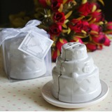 Cake shaped Ceramic Salt & Pepper Shakers (Set of 2 pieces)