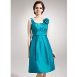 A-Line/Princess Scoop Neck Knee-Length Taffeta Bridesmaid Dress With Ruffle Flower(s)