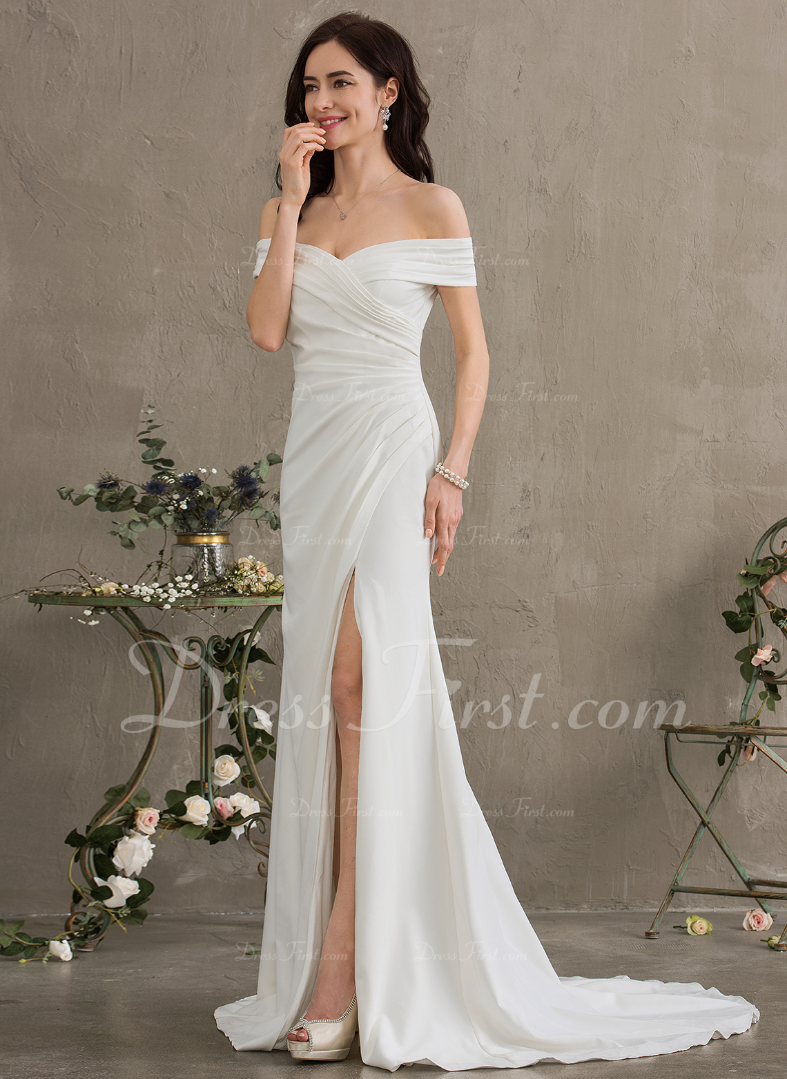 buy popular 16d62 d6d0e [€ 149.42] Tubino Spalle scoperte Sweep/Spazzola treno Crespo Elastico  Abiti da sposa con Increspature Spacco sul davanti - JJsHouse
