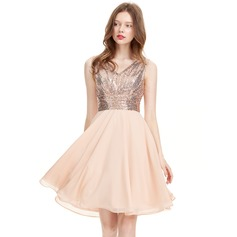 A-Line/Princess V-neck Knee-Length Chiffon Homecoming Dress With Ruffle (022127926)