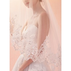 One-tier Lace Applique Edge Chapel Bridal Veils With Lace (006156568)