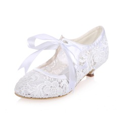 Women's Lace Kitten Heel Closed Toe Pumps