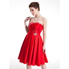 A-Line/Princess Sweetheart Knee-Length Satin Homecoming Dress With Ruffle Beading