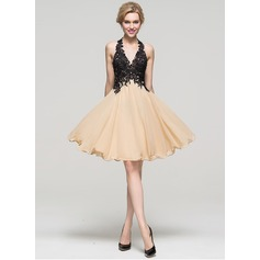 A-Line/Princess Halter Knee-Length Chiffon Homecoming Dress With Beading Sequins (022089929)