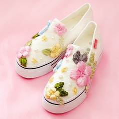 Women's Velvet Flat Heel Flats Closed Toe With Flower shoes (086155437)