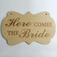 Houkutteleva/Classic Puinen Wedding Sign