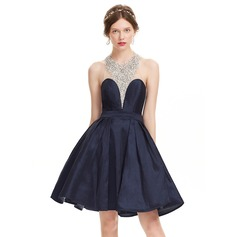 A-Line/Princess Halter Knee-Length Taffeta Homecoming Dress With Beading Sequins (022127964)