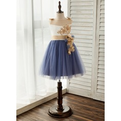 A-Line/Princess Knee-length Flower Girl Dress - Satin/Tulle Sleeveless Scoop Neck With Flower(s)/Bow(s) (010141193)