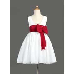 A-Line/Princess Knee-length Flower Girl Dress - Chiffon Sleeveless V-neck With Sash/Bow(s)