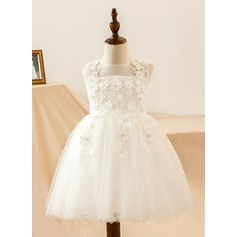 A-Line/Princess Knee-length Flower Girl Dress - Satin/Lace Sleeveless Scoop Neck With Lace/Flower(s) (010103704)