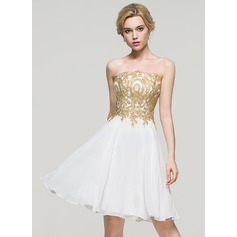 A-Line Strapless Knee-Length Chiffon Homecoming Dress (022089965)