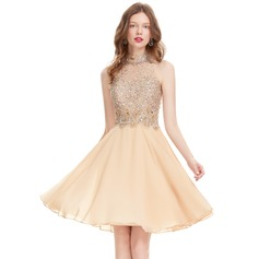 A-Line/Princess Scoop Neck Knee-Length Chiffon Homecoming Dress With Beading Sequins (022127969)