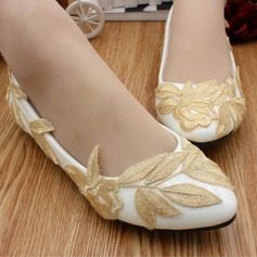 Women's Leatherette Flat Heel Closed Toe With Applique