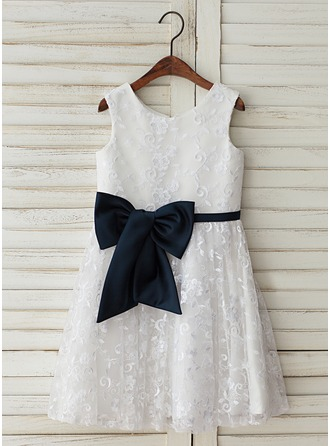 A-Line/Princess Knee-length Flower Girl Dress - Satin/Tulle/Lace Sleeveless Scoop Neck With Lace