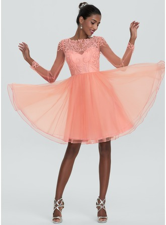 A-Line/Princess Scoop Neck Knee-Length Tulle Homecoming Dress With Beading