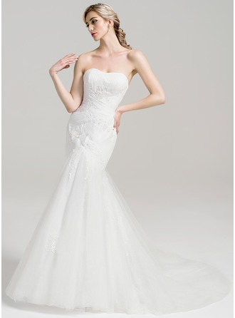 Trumpet/Mermaid Sweetheart Chapel Train Tulle Wedding Dress With Ruffle Lace