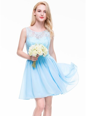 A-Line/Princess Scoop Neck Knee-Length Chiffon Lace Homecoming Dress
