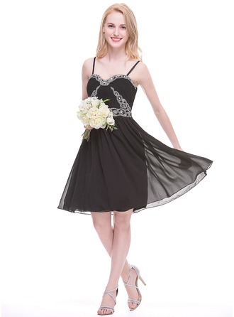 A-Line/Princess Sweetheart Knee-Length Chiffon Homecoming Dress With Ruffle Beading Appliques Lace Sequins