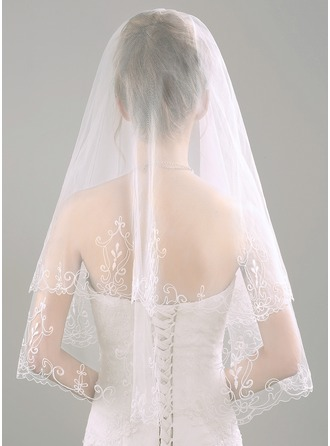Two-tier Lace Applique Edge Elbow Bridal Veils With Embossed Fabric