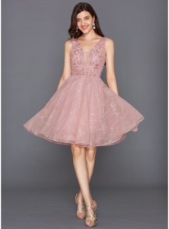 A-Line/Princess V-neck Knee-Length Tulle Homecoming Dress With Sequins
