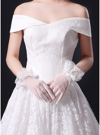 Lace Wrist Length Bridal Gloves With Lace