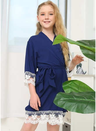 Blonder Blomsterpige Blank Robes Lace Robes