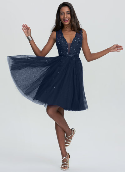 A-Line/Princess V-neck Knee-Length Tulle Homecoming Dress With Beading