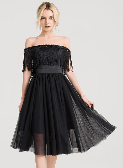 A-Line/Princess Off-the-Shoulder Knee-Length Tulle Homecoming Dress With Beading