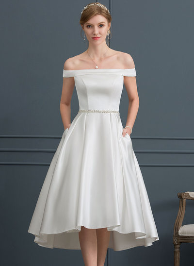 Ballkjole/Prinsesse Off-the-Shoulder Asymmetrisk Satin Brudekjole med Profilering Lommer