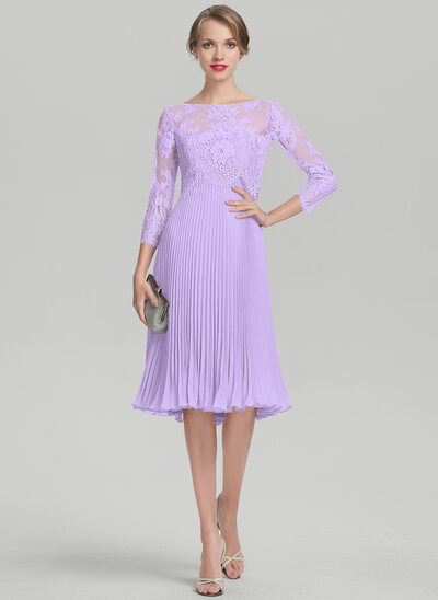 A-Line/Princess Sweetheart Knee-Length Chiffon Mother of the Bride Dress With Pleated