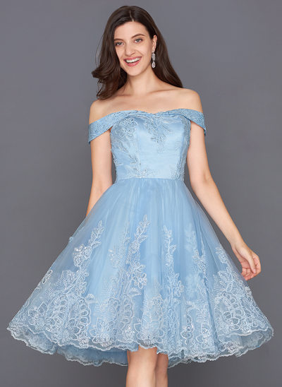 A-Line/Princess Off-the-Shoulder Knee-Length Tulle Homecoming Dress With Sequins