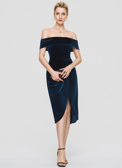 Sheath/Column Off-the-Shoulder Knee-Length Velvet Cocktail Dress With Sequins