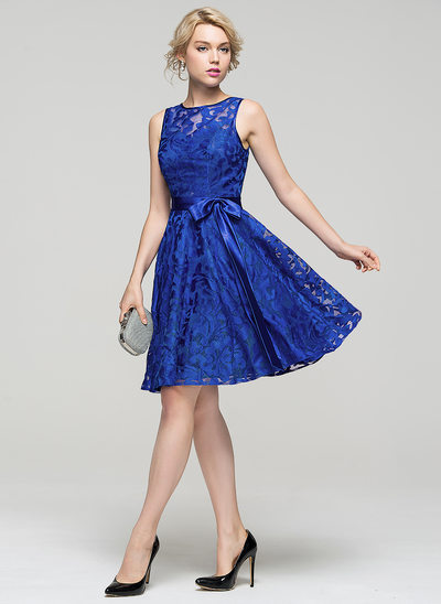 A-Line/Princess Scoop Neck Knee-Length Lace Cocktail Dress With Bow(s)