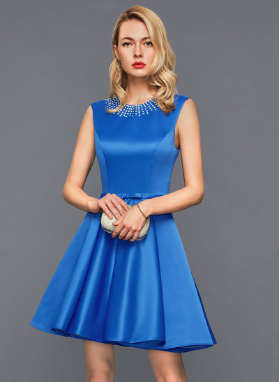 A-Line/Princess Scoop Neck Short/Mini Satin Homecoming Dress With Lace Beading Bow(s)