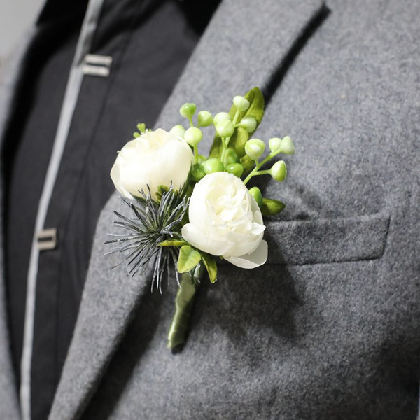Low-key Silk Flower Boutonniere (Sada 2) -