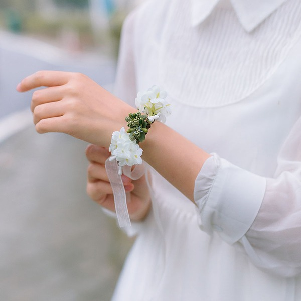 Lovely Single Flower Round Cloth Wrist Corsage -