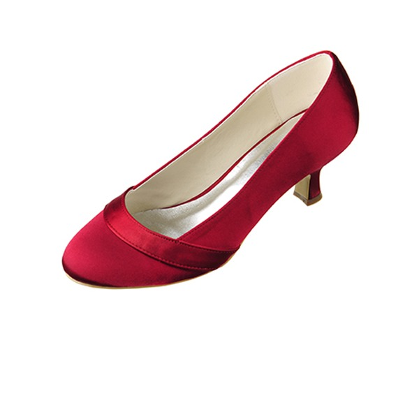 Vrouwen Satijn Kitten Hak Closed Toe Pumps