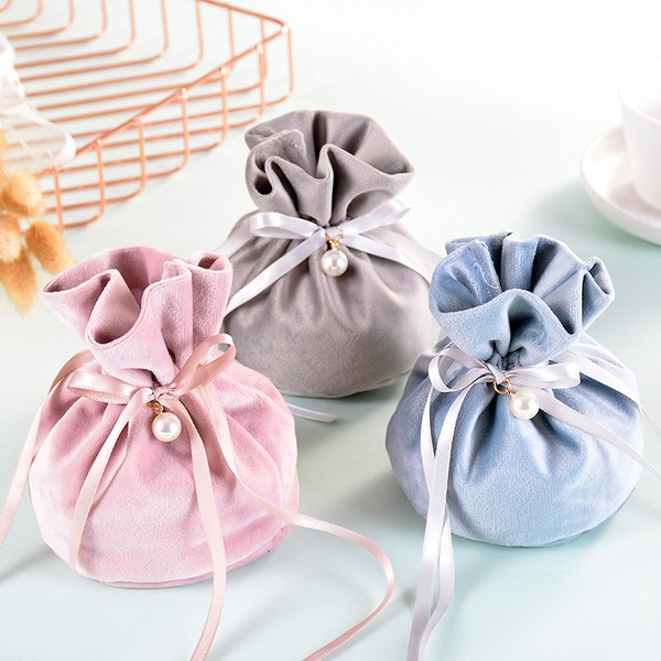 Classic Other Velvet Favor Bags With Ribbons (Set of 5)
